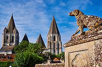France, Indre-et-Loire (37), Loches, la cité médiévale, le Logis Royal et le chateau, Eglise St-Ours, collégiale Notre Dame // France, Indre-et-Loire (37), Loches, Royal castle and dwelling, St-Ours church, collegiate Notre Dame