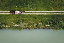 THEMENBILD - Ein Landwirt mit seinem Traktor und Anhänger mit Mist beladen, fährt auf einem Feldweg neben der Salzach, aufgenommen am 04. Juni 2020 in Piesendorf, Österreich // A farmer with his tractor and trailer loaded with dung, drives on a field road next to the Salzach River, Piesendorf, Austria on 2020/06/04. EXPA Pictures © 2020, PhotoCredit: EXPA/ JFK