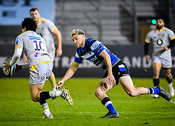 Rhys Priestland of Bath Rugby attempts a tackle on Jacob Umaga of Wasps - Mandatory by-line: Andy Watts/JMP - 08/01/2021 - RUGBY - Recreation Ground - Bath, England - Bath Rugby v Wasps - Gallagher Premiership Rugby