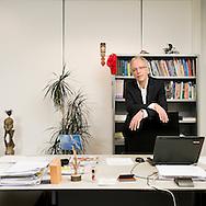 Nederland, Den Helder, 20081117..Gerritjan van Luin staande in zijn werkruimte. voorzitter van het College van Bestuur van het Trinitas College.