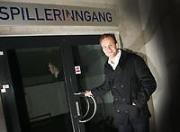 Fotball TIPPELIGA<br />Pressekonferanse Viking Stadion 02/02-07<br />Thomas Myhre ble i dag presentert som ny Viking spiller - her på vei hjem etter pressekonferansen<br /><br />Foto: Sigbjørn Andreas Hofsmo<br /><br />Thomas Myre -