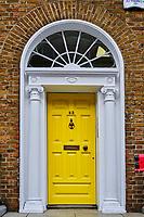 Irlande, Dublin, Merrion Square, les portes colorées typique du style Géorgien // Republic of Ireland; Dublin, painted georgian door at merrion square
