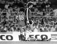 Fotball<br /> VM 1982<br /> Foto: Colorsport/Digitalsport<br /> NORWAY ONLY<br /> <br /> SCHUMACHER (WEST GERMANY) CASUALY WALKS AWAY AFTER COLLIDING WITH BATTISTON (FRANCE).<br /> WEST GERMANY V FRANCE, SEMI-FINAL WORLD CUP 1982