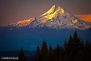 Mount Hood, Oregon, piiat sunrise from the north