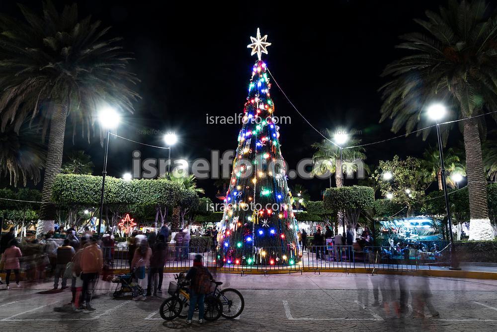 03 de diciembre de 2020. Tultepec, Estado de México. Evento de encendido de luces del árbol navideño de la plaza principal de este municipio.