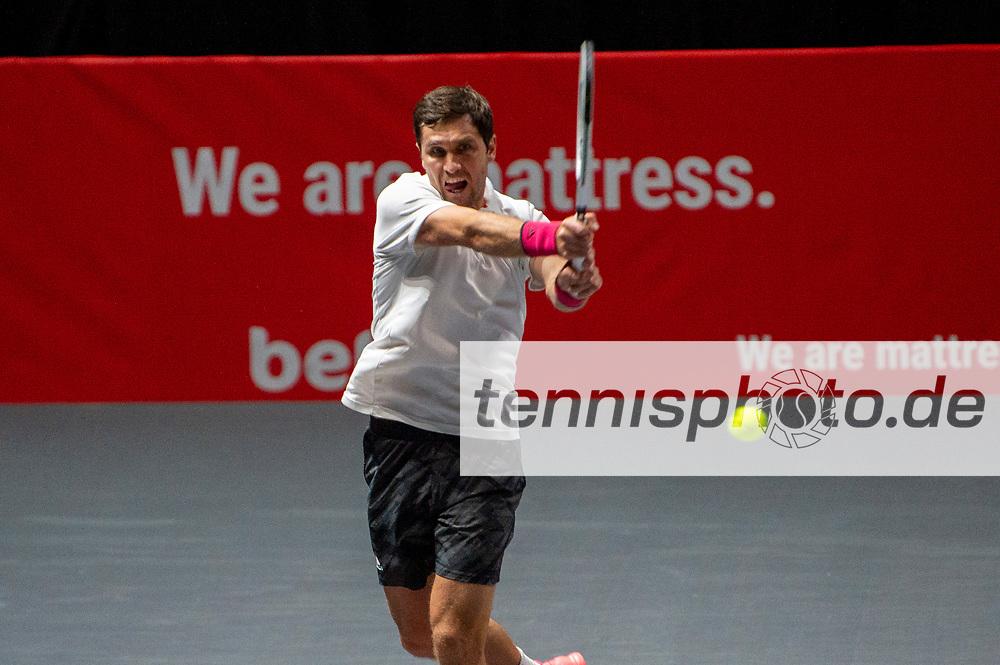 Im Bild: Mischa ZVEREV (GER), <br /> <br /> Dominic INGLOT (GBR) und Aisam-Ul-Haq QURESHI (PAK) vs. Alexander ZVEREV (GER) und Mischa ZVEREV (GER), TENNIS, bett1HULKS Championship, 20.10.2020, <br /> <br /> Foto: Benjamin SOELZER/tennisphoto.de