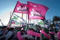 31 JAN 2010, BERLIN/GERMANY:<br /> Demonstranten waehrend einer Protestkation vor dem Tagungshotel, Einkommenrunde Oeffentlicher Dienst, Kongresszentrum Templiner See<br /> IMAGE: 20100131-01-041<br /> KEYWORDS: Tarifverhandlungen, Öffentlicher Dienst, Frank Stöhr, Demo, Demonstrant