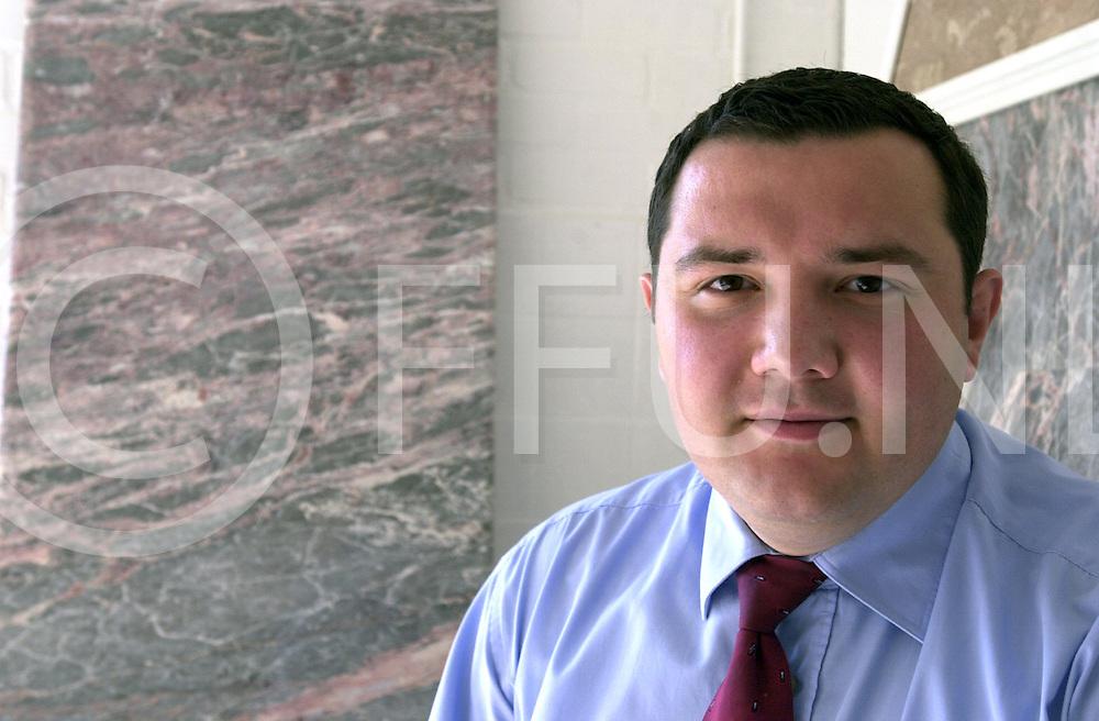 fotografie frank uijlenbroek©2001 frank uijlenbroek.010608 raalte ned.Natuursteen bedrijf..op foto:Mustafa El Mali.