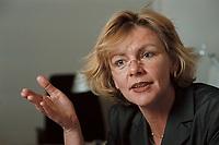 19 JAN 2001, BERLIN/GERMANY:<br /> Margareta Wolf, Parl. Staatssekretaerin beim Bundeswirtschaftsministerium, waehrend einem Interview, in ihrem Buero, Bundeswirtschaftsministerium<br /> IMAGE: 20010119-02/01-30<br /> KEYWORDS: Staatssekretärin, Büro