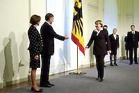 11 JAN 2005, BERLIN/GERMANY:<br /> Eva Luise Koehler, Praesidentengattin, Horst Koehler, Bundespraesident, und Angela Merkel, CDU Bundesvorsitzende, (v.L.n.R.), waehrend dem Neujahrsempfang des Bundespraesidenten, Schloss Charlottenburg<br /> IMAGE: 20050111-01-010<br /> KEYWORDS: Bundespräsident, Handshake, Horst Köhler