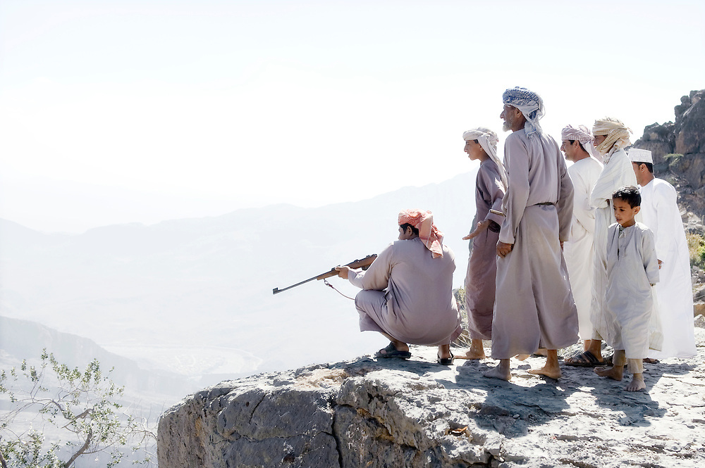 USE ARROWS ← → on your keyboard to navigate this slide-show<br /> <br /> Jabal El Shams mountains, Sultanate of Oman, 27 November 2008.<br /> Omani beduins hunting.<br /> Photo: Ezequiel Scagnetti