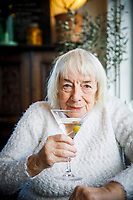 Margit Sandemo på Hamnkrogen i Skillinge.