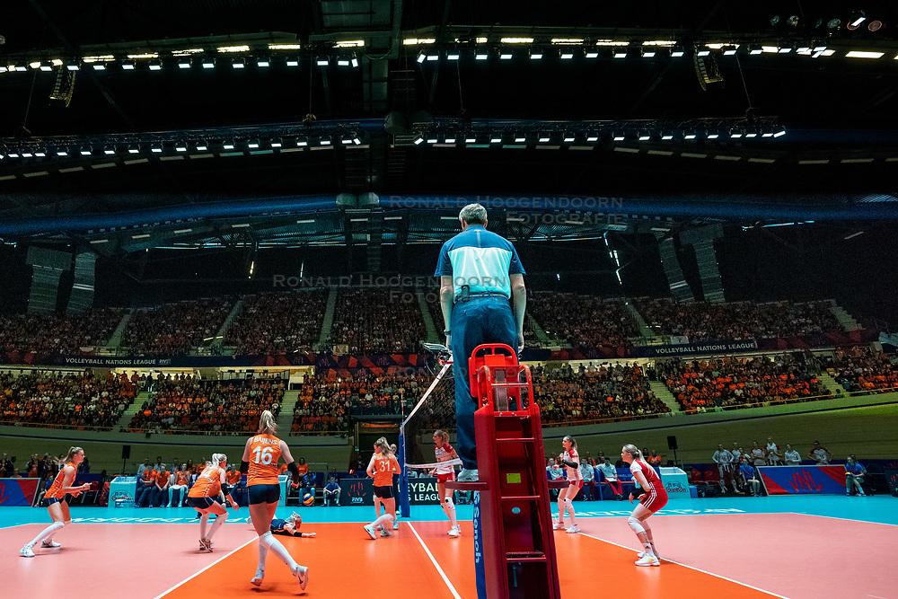 30-05-2019 NED: Volleyball Nations League Netherlands - Poland, Apeldoorn<br /> Action on centercourt De Voorwaarts in Apeldoorn