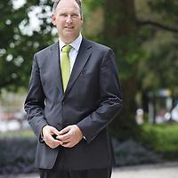 """Nederland, Schiedam , 28 juni 2012..Arie Wijten, wethouder van Schiedam met in zijn portefeuille """"Beheer Openbare Ruimte"""" is blij met Irado.Foto:Jean-Pierre Jans"""