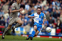 Fotball<br /> FA-cup 2005<br /> 5. runde<br /> Blackburn v Leicester<br /> 13. mars 2005<br /> Foto: Digitalsport<br /> NORWAY ONLY<br /> Paul Dickov of Blackburn shoots at goal as Nikos Dabizas of Leicester gives chase