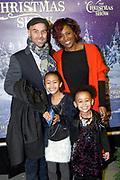 RTL The Christmas Show 2017 in het Ziggo Dome, Amsterdam.<br /> <br /> Op de foto:  Tjeerd Oosterhuis en partner Edsilia Rombley en hun dochters