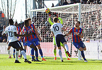 Football - 2017 / 2018 Premier League - Crystal Palace vs. Tottenham Hotspur<br /> <br /> Harry Kane of Tottenham scores the winning goal with a header past goalkeeper Wayne Hennessey, at Selhurst Park.<br /> <br /> COLORSPORT/ANDREW COWIE