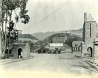 1923 Entrance to Hollywoodland village