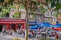 France, Cher (18), Bourges, centre historique, maisons à pans de bois de la Place Gordaine // France, Cher (18), Bourges, center, half timbered houses, Place Gordaine square