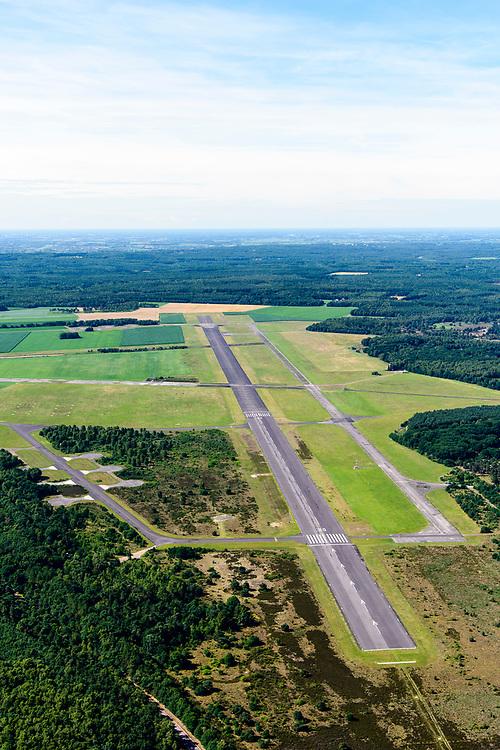 Nederland, Gelderland, Gemeente Apeldoorn, 17-07-2017; Veluwe, Vliegbasis Deelen. De basis wordt regelmatig gebruikt voor de Koninklijke Luchtmacht en voor training van de Luchtmobiele Brigade.<br /> Air Base Deelen, north of Arnhem.<br /> luchtfoto (toeslag op standard tarieven);<br /> aerial photo (additional fee required);<br /> copyright foto/photo Siebe Swart