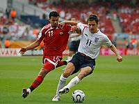Photo: Glyn Thomas.<br />England v Trinidad & Tobago. Group B, FIFA World Cup 2006. 15/06/2006.<br /> England's Joe Cole (R) and Trinidad & Tobago's Carlos Edwards.