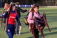 BILTHOVEN -  Hoofdklasse competitiewedstrijd dames, SCHC v hdm, seizoen 2020-2021.<br /> Foto: Manager Astrid Kersseboom (SCHC) brengt de stoelen terug naar het clubhuis