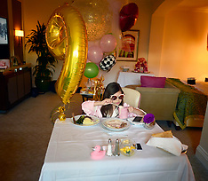 Farrah Abraham celebrates with her daughter in style - 20 Feb 2018