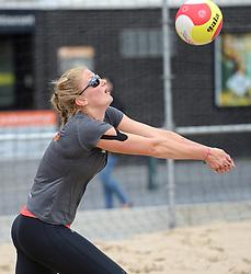20150618 NED: WK Beach volleybal training op het Spui, De Nederlandse beachers hebben vandaag hun tweede training gehad op de WK trainingsvelden. Op het Spuiplein werden de velden druk bezocht / Lauri Luijken