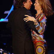 NLD/Utrecht/20060319 - Gala van het Nederlandse lied 2006, Leontien Ruiters en partner Marco Borsato dansend