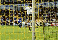 Fotball , 24.  juni 2007 Tippeligaen<br /> Lillestrøm - Start 1-0<br /> <br /> Geir Ludvig Fevang , Start treffes har av Heinz Müller , Lillestrøm og går i bakken<br /> <br /> <br /> <br /> Foto: Anders Hoven , Digitalsport