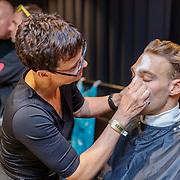 NLD/Den Bosch/20190515 - Nederland staat op tegen Kanker 2019, Kjeld Nuis word geschminkt
