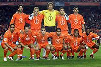 Fotball<br /> VM-kvalifisering<br /> Nederland v Finland<br /> 13. okober 2004<br /> Foto: Digitalsport<br /> NORWAY ONLY<br /> Lagbilde Nederland<br /> achter : van nistelrooij , kuyt , van der sar , heitinga en cocu. voor: landzaat , van der vaart , sneijder , de jong , davids en castelen .