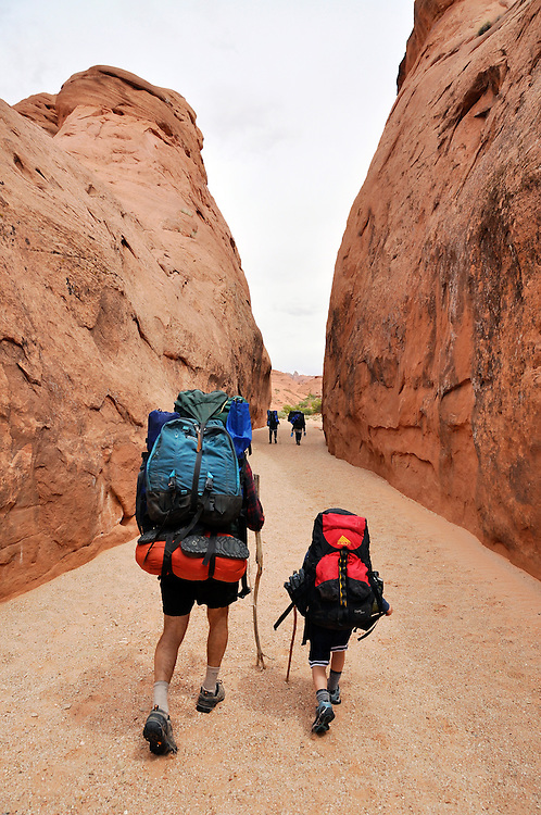 Family backpacking in Hurricane Wash, a tributary of the Escalante River in Southern Utah.