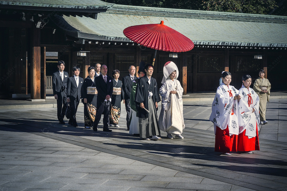 Traditional japanese wedding at Meiji Jingu Shrine. This sacred Shinto building was founded in 1920 and is dedicated to the souls of Emperor Meiji and his consort Empres Shoken. Destroyed during the II World War it was rebuilded in 1958. Located in a forest that covers 175 acres and more than 120.000 trees that were donated from all over Japan when the Shrine was created. It is a relaxing and peaceful place surrounded by the bustling life of Tokyo.