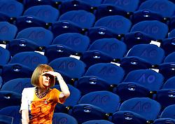 January 24, 2019 - Melbourne, Australia - Australian Open - Ana Wintour dans la loge presidentielle enleve et remet ces lunettes - Grande Bretagne (Credit Image: © Panoramic via ZUMA Press)