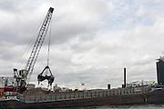 Baggerwerkzaamheden voor de Noord-Zuidlijn in het IJ bij Amsterdam.<br /> <br /> Dredging in the IJ in Amsterdam.