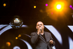 © Licensed to London News Pictures . 09/08/2015 . Siddington , UK . Hue and Cry perform . The Rewind Festival of 1980s music , fashion and culture at Capesthorne Hall in Macclesfield . Photo credit: Joel Goodman/LNP