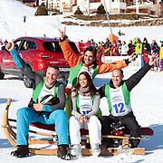 Nöldi Forrer, Alina Buchschacher, André Roger Weiss und Stefan Regez, Gewinner vom «Renzo's Schneeplausch» vom 23. Januar 2016 in Vella, Gemeinde Lumnezia.