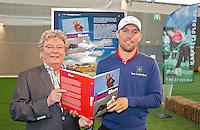 AMSTERDAM - Schrijver/Journalist Leo vd Ruit (l) met Floris de Vries. Amsterdam Golf Show 2012 in de Amsterdamse Rai. Foto Koen Suyk