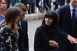 Dermot O'Leary und Claudia Winkleman  beim Gedenkgottesdienst f¸r Terry Wogan im Westminster Abbey in London / 270916<br /> <br /> ***Memorial service for Terry Wogan at Westminster in London, September 27th, 2016***