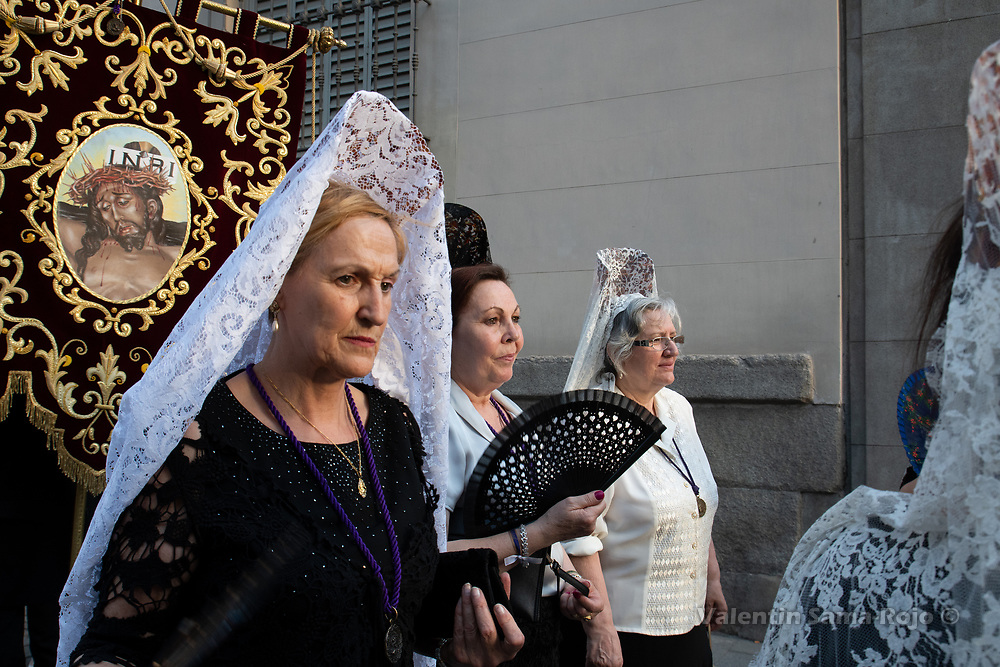 Madrid, Spain. 23rd June, 2018. Women wearing shawls and combs during the procession held in Madrid. © Valentin Sama-Rojo