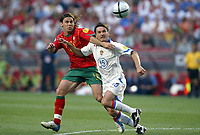 Fotball<br /> Euro 2004<br /> Portugal<br /> 16. juni 2004<br /> Foto: Dppi/Digitalsport<br /> NORWAY ONLY<br /> Portugal v Russland 2-0<br />  MANICHE (POR) / DMITRI ALENITCHEV (RUS)