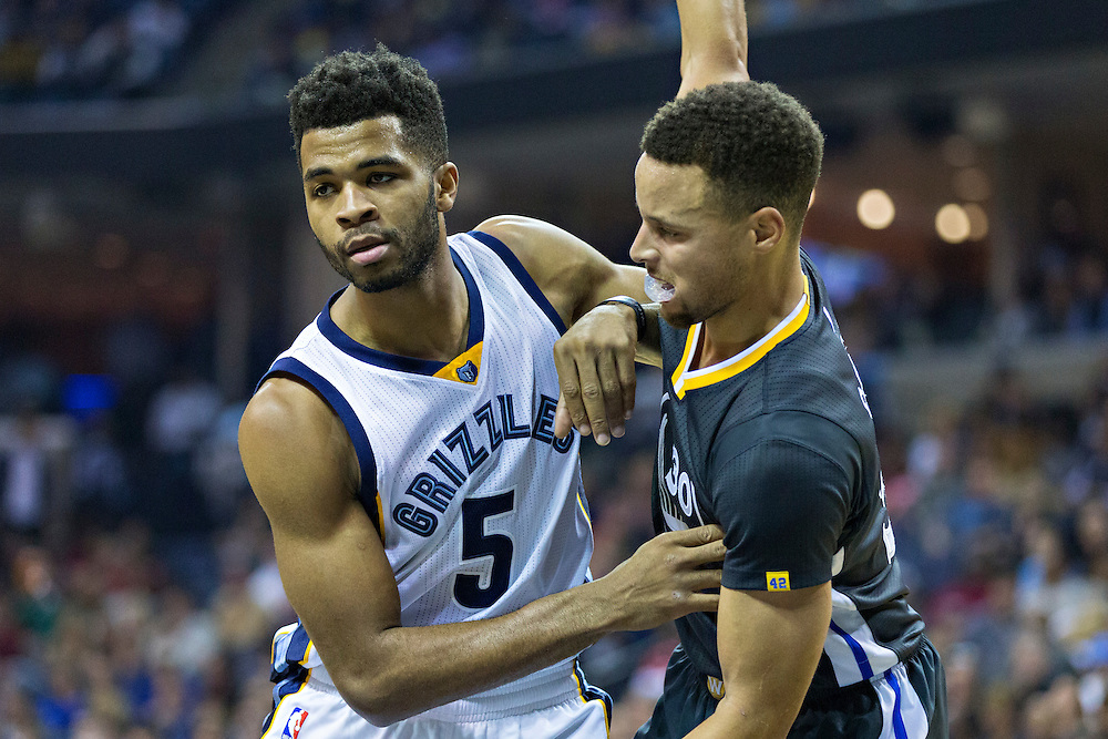 MEMPHIS, TN - DECEMBER 10:  Andrew Harrison #5 of the Memphis Grizzlies being defended by Stephen Curry #30 of the Golden State Warriors at the FedExForum on December 10, 2016 in Memphis, Tennessee.  The Grizzlies defeated the Warriors 110-89.  NOTE TO USER: User expressly acknowledges and agrees that, by downloading and or using this photograph, User is consenting to the terms and conditions of the Getty Images License Agreement.  (Photo by Wesley Hitt/Getty Images) *** Local Caption *** Andrew Harrison; Stephen Curry