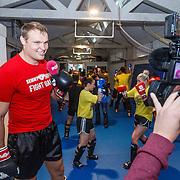 NLD/Amsterdam\/20131025 -Kickboxclinic van Sem Schilt, voor de camera van Pownews