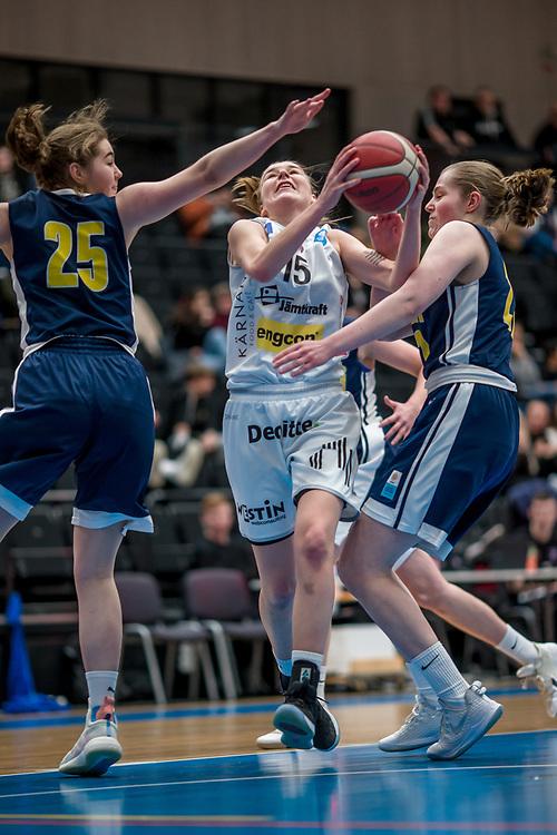 ÖSTERSUND 20200119<br /> Östersunds Ida Lundgren med bollen under söndagens match i Basketettan mellan Östersund Basket och RIG Liuleå i Östersunds Sporthall.<br /> <br /> Foto: Per Danielsson/Projekt.P