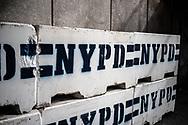 NEW YORK  2020V10<br /> Betongbarriärer utanför FN-huset i New York med New York polisens emblem.<br /> <br /> Foto: Per Danielsson/Projekt.P
