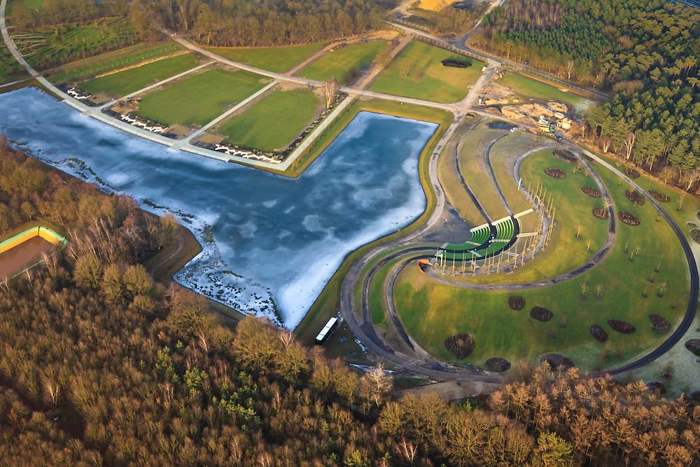 """Nederland, Limburg, Venlo, 10-01-2011;.aanleg park voor de Wereldtuinbouwtentoonstelling Floriade 2012 door ARCADIS en Dura Vermeer Infrastructuur. Het park ligt in de 'oksel' van knooppunt Zaarderheiken, vlak bij het tuinbouwgebied en de veiling en is is onderdeel van bestemmingsplan Klavertje 4 (met onder andere Tradeport, Freshpark Venlo/ Greenpark Venlo) Construction of the park for the World Horticultural Exhibition Floriade 2012 by ARCADIS Infrastructure and Dura Vermeer. The park lies in the """"armpit"""" of Zaarderheiken near the horticultural area and the auction. luchtfoto (toeslag), aerial photo (additional fee required) foto/photo Siebe Swart"""