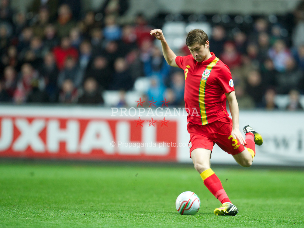 SWANSEA, WALES - Tuesday, March 26, 2013: Wales' Ben Davies in action against Croatia during the 2014 FIFA World Cup Brazil Qualifying Group A match at the Liberty Stadium. (Pic by David Rawcliffe/Propaganda)