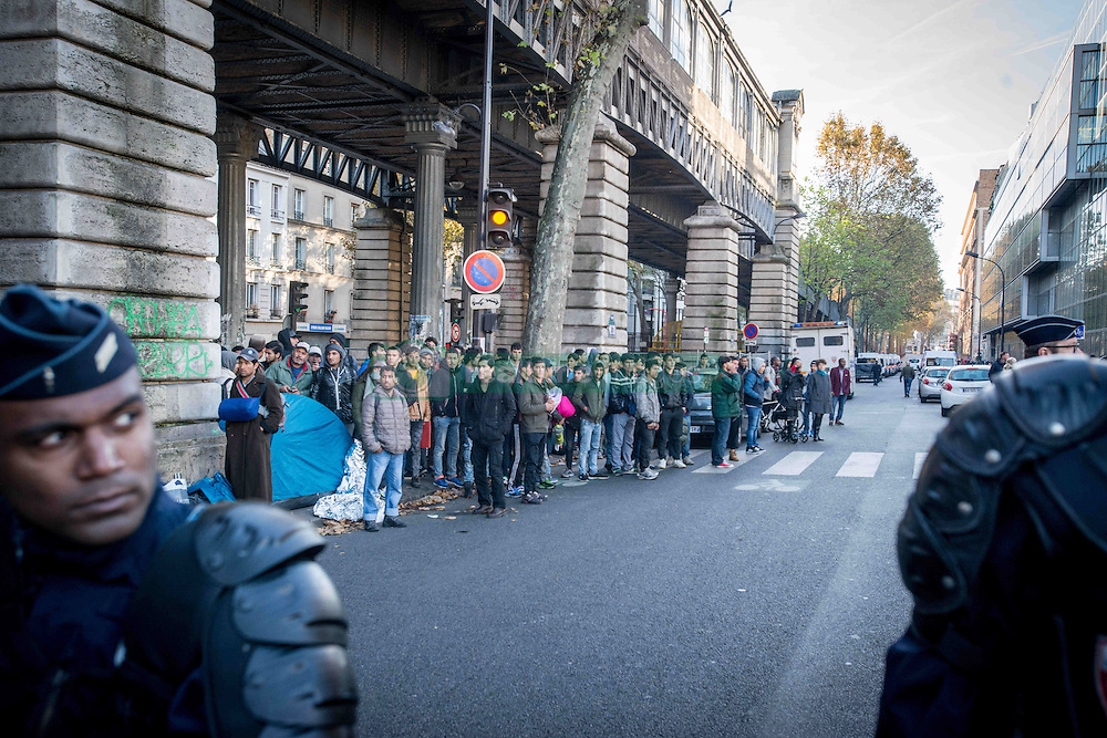 October 31, 2016 - Paris, France - Migrants' camp in Paris, being evacuated by the French police in Paris, France on 31 October 2016. More migrants and refugees coming from the dismantling of Calais and also from Italy are living in the streets of Paris, between the Stalingrad and Jaures tube Stations, in the north of the French capital. The police evacuates one of the camp, with migrants from Afgahnistan and Pakistan. (Credit Image: © Guillaume Pinon/NurPhoto via ZUMA Press)
