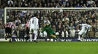 Fotball<br /> England<br /> 24.09.2004<br /> Foto: SBI/Digitalsport<br /> NORWAY ONLY<br /> <br /> Leeds United v Sunderland<br /> Coca-Cola Championship<br /> Elland Road<br /> <br /> Sunderland's goalkeeper, Mart Poom (C), saves a penalty taken by Leeds' Brett Ormerod (R).